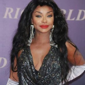 I used my boobs to win special contracts – Stephanie Benson