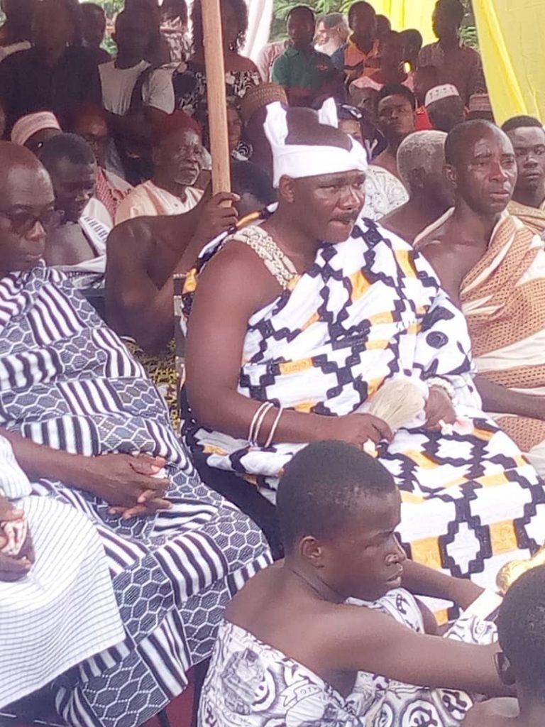 Otumfour Osei Tutu II, installs new chief for berekese.