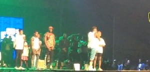 Shatta Wale appreciates fans with gifts at Reign Concert