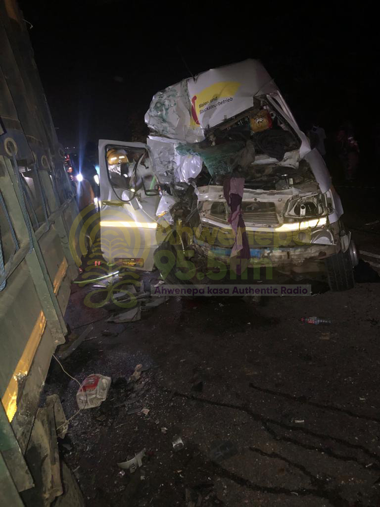 Three Dead In Gory Accident On Accra – Kumasi Highway